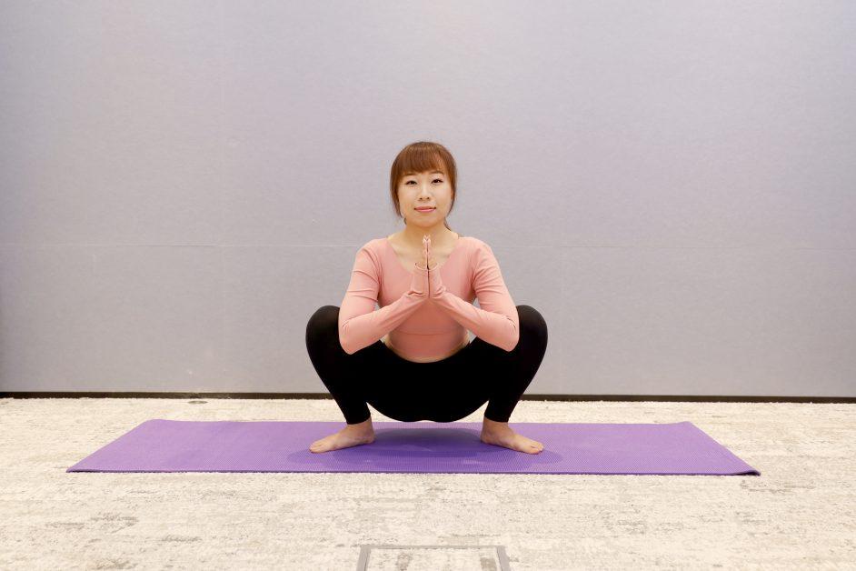 瑜伽動作-深蹲合掌式